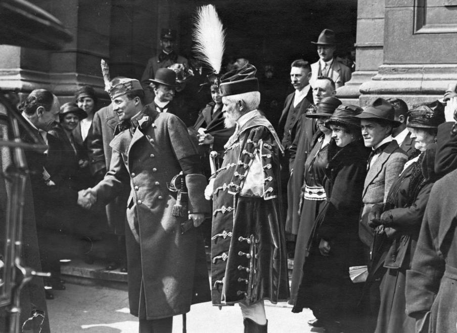 74c76ee68f Széchenyi István (Ferenc József) tér, a Magyar Tudományos Akadémia  bejárata, a Magyar Földrajzi Társaság 50. éves jubileumi gyűlésének  zárónapja 1922. május ...