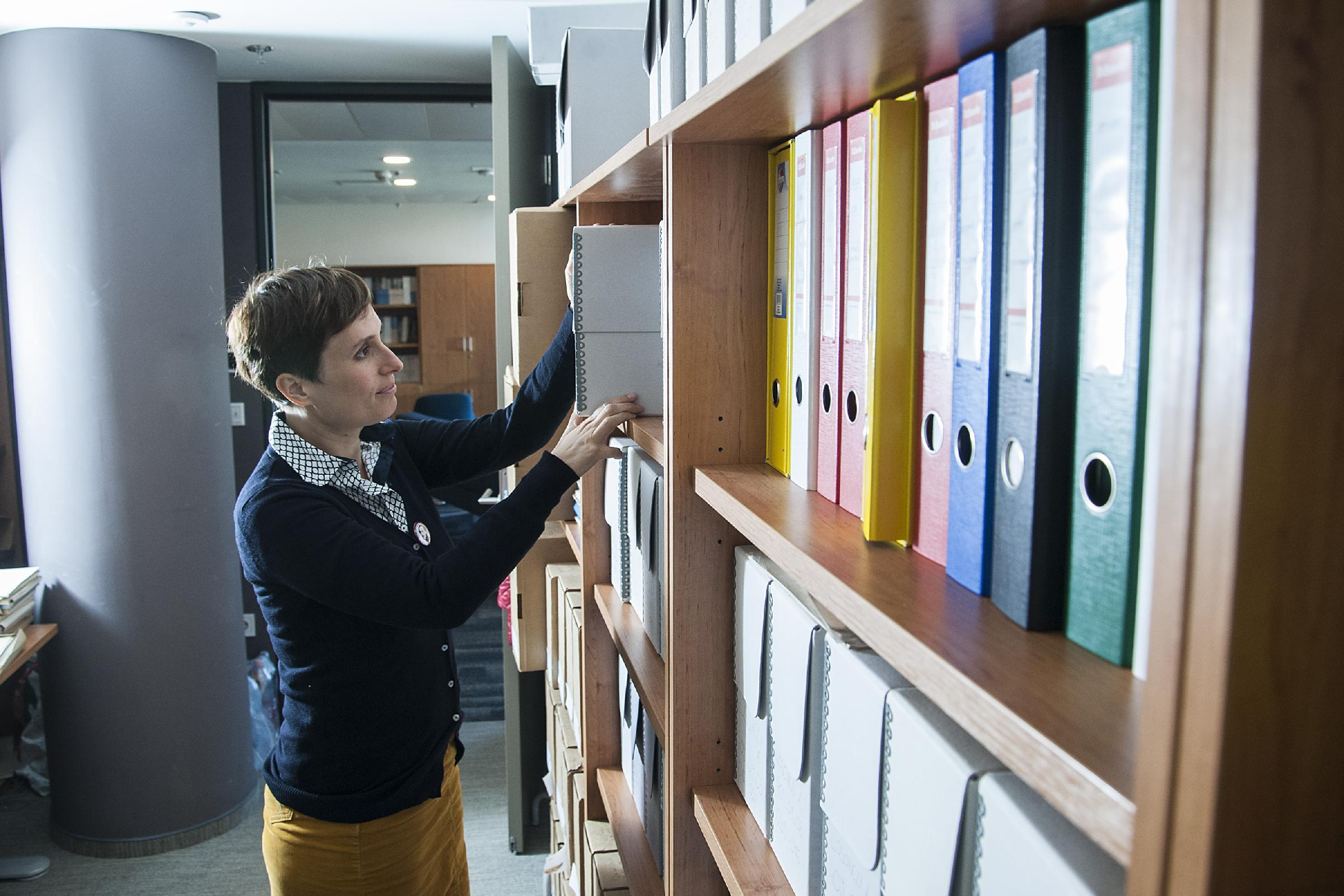 Az MTA TK két jelentős adatbázist gondoz. A Kutatási Dokumentációs Központ (KDK) a kutatóközpontban folytatott kutatásokat dokumentálja, archiválja és teszi elérhetővé másodfelhasználás céljából. Ez hazánk legnagyobb társadalomtudományi adatbázisa. A gyűj