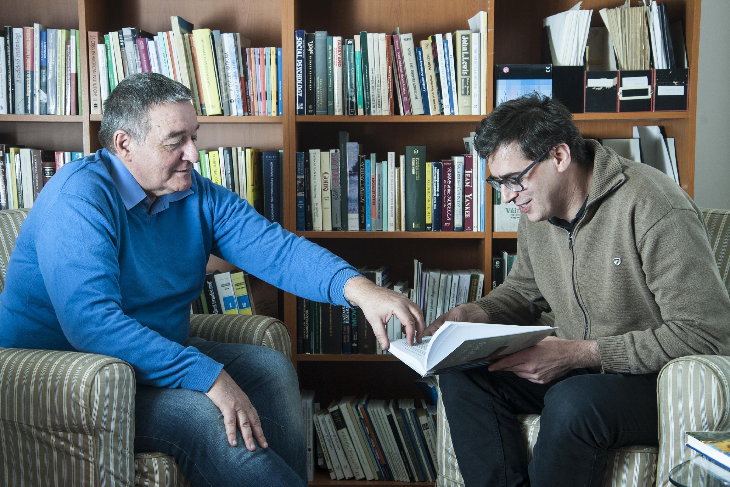 Szakmai megbeszélés kutatók között: Kovách Imre tudományos tanácsadó (MTA TK SZI), az MTA doktora, kutatási területe a vidék- és településszociológia, a társadalmi rétegződés és integráció, a fejlesztés- és projektszociológia. Jelenleg futó projektje a Mo