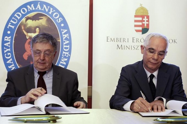 Az együttműködési megállapodást június 2-án az MTA Székház Képes termében írták alá