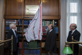 One of the world's most prominent geophysicist receives plaque at the Academy Library