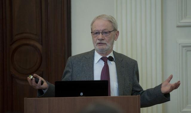 Makara Gábor a Fiatal kutatók fórumán
