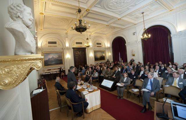 A Külső Tagok Fórumát az MTA székház Felolvasótermében tartották május 10-én