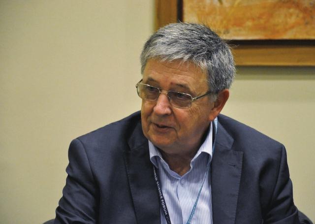 Lovász László nyilatkozik az mta.hu számára a WSF helyszínén