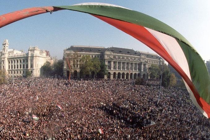 A magyarországi rendszerváltás okai – Romsics Ignác írása a Magyar Tudományban