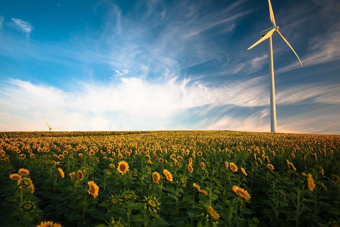 """EASAC: olcsóbb napelemekre, jobb akkumulátorokra van szükség az """"okos falvak""""-ban"""
