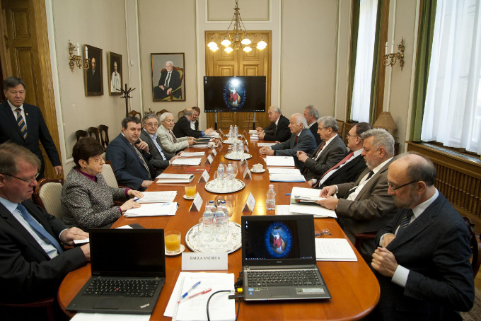 Scientific Presidential Committee of the Research Network (KTEB) established: unanimously accepts items on the agenda