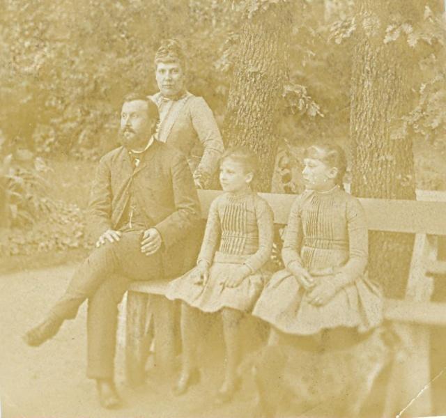 Eötvös Loránd és családja a pestszentlőrinci Eötvös-villa kertjében