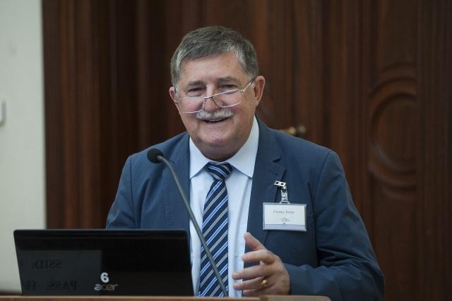 Pozsony Ferenc előadást tart a Külső Tagok Fórumán