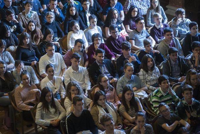 Fény Napja középiskolás diákokkal az Akadémián