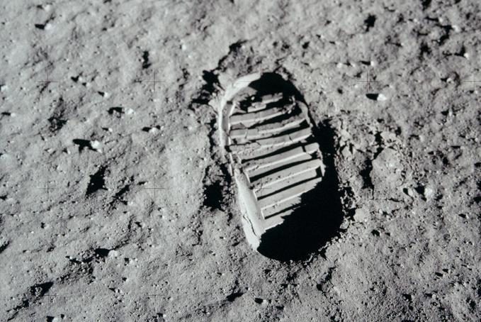 A Sas leszállt – fél évszázada lépett először ember a Holdra